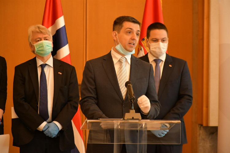 The Norwegian Embassy together with the Ministry of Public Administration and NALED provided protective equipment for 620 inspectors